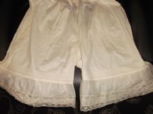 ANTIQUE BNWT ABRAHAM & STRAUS NEW YORK LACE TRIMMED CALICO COTTON BLOOMERS